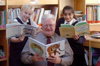 Roland Mold with pupils in 2006